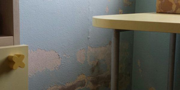 Casa che accoglie – Sassari – Le screpolature sui muri
