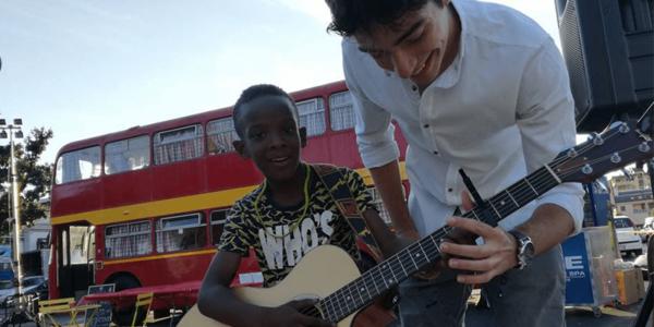 I volontari insieme ai bambini – l'Busse Prato