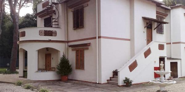 L'esterno della casa – Stella del Cammino
